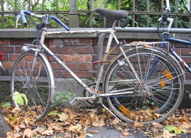 ein altes fahrrad herrichten bikekitchen augsburg. Black Bedroom Furniture Sets. Home Design Ideas
